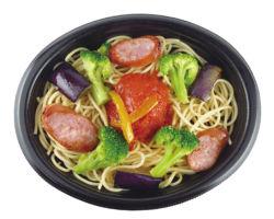 ソーセージと彩り野菜のトマトソース